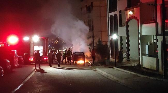 Park halindeki otomobil alev alev yandı