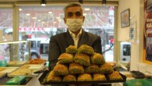 Ramazan öncesi fıstıklı baklavalarda yüzde 50 indirim