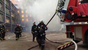 Rusya'da tarihi fabrikada yangın: 1 itfaiyeci öldü