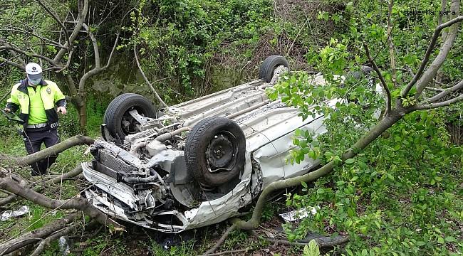 Samsun'da şarampole yuvarlanan araçtaki aileyi ölümden incir ağacı kurtardı