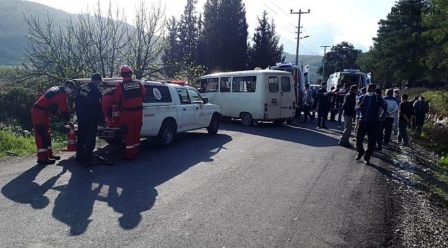 Seydikemer'de mezarlığın duvarına çarpan minibüsteki 2 kişi yaralandı