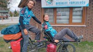 Tandem bisikletiyle Avrupa turuna çıkan Fransız çift Konya'da mola verdi