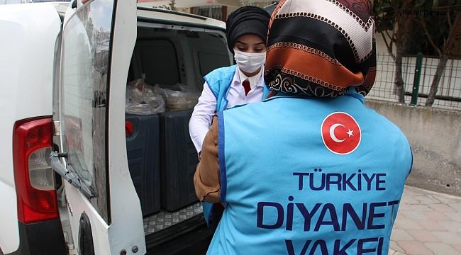 Türkiye Diyanet Vakfı ihtiyaç sahibi ailelere iftarlık dağıttı