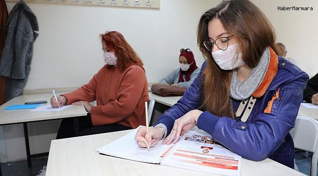Yabancı vatandaşlar Türkçeyi ATASEM'de öğreniyor