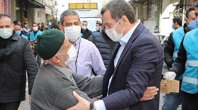 Zeytinburnu'nda sokaklar fesleğen kokusuyla baharı karşılıyor