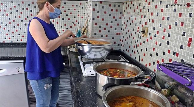 Bu mahallede her gün bir kadın 'komşuluk' için 30 kişilik yemek yapıyor