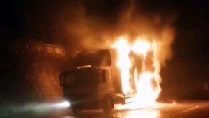 D-650 karayolunda kamyon alev alev yandı