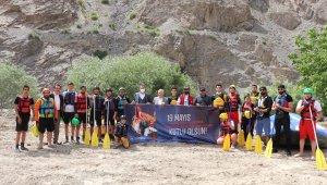 Debisi yükselen Zap Suyu'nda rafting heyecanı