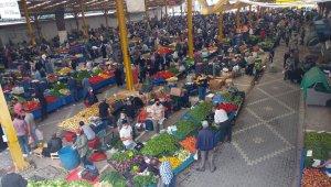 Edremit Körfezi'nde pazar yerleri sıkı denetimler altında açıldı