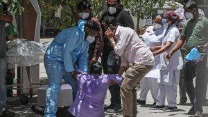 Hindistan'da salgında yeni rekor: son 24 saatte 4 bin 187 ölüm