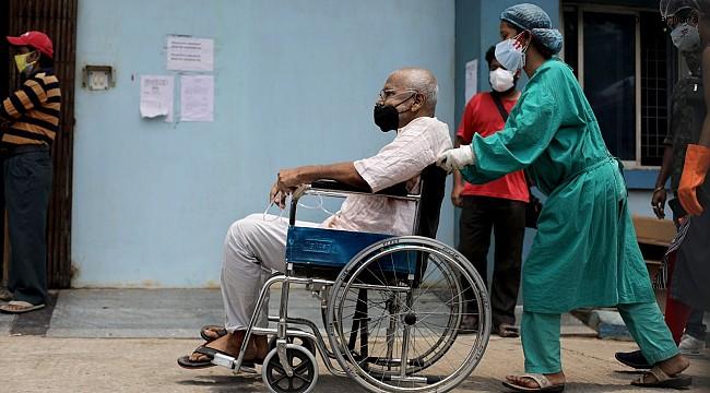 Hindistan'da salgında yeni rekor: son 24 saatte 414 bin 188 vaka