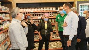 Niğde Belediye Başkanı Özdemir, pazarda vatandaşları dinledi