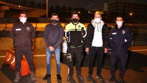 Polis, iftar saatinde yaptığı bu hareketiyle yürekleri ısıttı