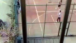 Polis sirenini duyunca arkalarına bile bakmadan kaçtılar