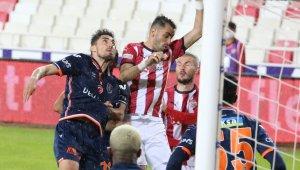Süper Lig: DG Sivasspor: 0 - Medipol Başakşehir : 0