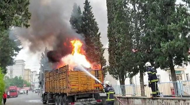 Tırdaki atıklar yangına neden oldu