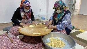 Üreten kadınlar iş başında