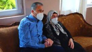 Vali Yerlikaya Anneler Günü'nde Şile'de 17 yıldır muhtarlık yapan Şafak Karakeskin'i ziyaret etti