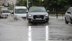 10 Dakikalık Yağmurda İzmir'i Sel Bastı