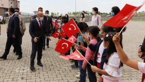 Ağrı Valisi Varol'dan Taşlıçay Selahaddin Eyyubi İlkOrtaokuluna ziyaret