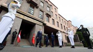 Bakan Akar, Letonya Başbakan Yardımcısı ve Savunma Bakanı Pabriks ile bir araya geldi