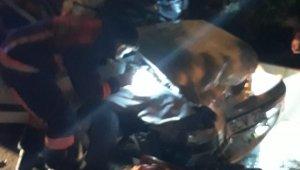 Başkent'te zincirleme kazada aracında sıkışan sürücü yaralandı