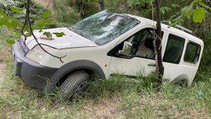 Elazığ'da hafif ticari araç şarampole uçtu: 3 yaralı