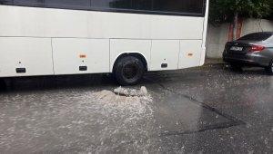 Esenyurt'ta şiddetli yağış ve dolu etkili oldu