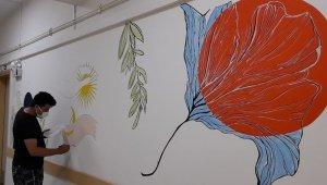 Hastane duvarları sanatla buluştu