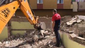 Mardin'de itfaiye ekipleri metruk binada mahsur kalan köpek için seferber oldu