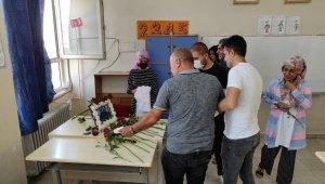 Mardin'deki kazada hayatını kaybeden öğretmenler için okullarında anma programı düzenlendi