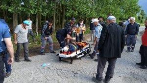 Motosiklet ile tarlaya giden traktör çarpıştı: 1 yaralı