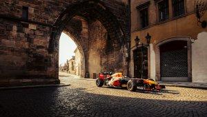 """Red Bull Racing'in ilk 2021 Formula 1 Yol Macerası """"Kaleden Kaleye"""", Çekya ve Slovakya'yı keşfediyor"""