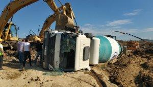 Samsun'da devrilen mikserin sürücüsü ölümden döndü