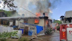 Simav'da yangın: 2 ev ve 1 samanlık kül oldu