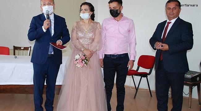 Vali Atik, genç çiftin nikah şahidi olma isteğini geri çevirmedi