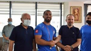 Başpehlivan Aktürk, Lapseki Belediyesi ile sözleşmesini 2024 yılına kadar uzattı