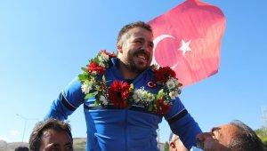 Dünya Şampiyonu Gözel'e Sivas'ta coşkulu karşılama