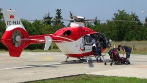 Düşerek yaralanan yaşlı adam ambulans helikopterle hastaneye sevk edildi