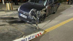 Elazığ'da kontrolden çıkan otomobil ağacı devirdi: 3 yaralı