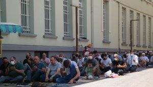 Eskişehir'de eller yangından etkilenenler için semaya açıldı