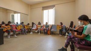 İpekyolu Belediyesi çocuk ve gençleri sanatla buluşturuyor