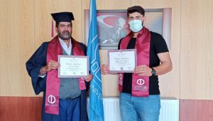 Karslı baba oğul üniversiteden birlikte mezun oldu