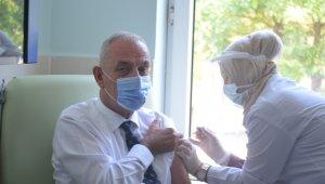 Kaymakam Aksoy 3.doz aşısını yaptırdı, vatandaşları aşıya davet etti