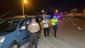 Kilometrelerce araç kullanan sürücüleri polis dinlendirdi