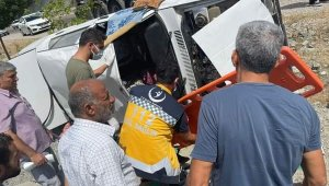 Şarampole uçan otomobilde bulunan 2 kişi yaralandı