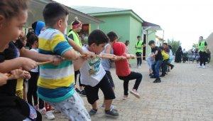 42 farklı şehirden köye gelen çocuklar, mini şenlikte doyasıya eğlendi