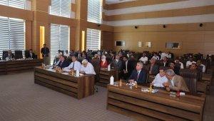 AK Parti Genel Başkan Yardımcısı Özhaseki belediyede toplantıya katıldı