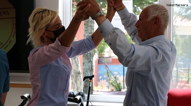 Aktif ve mutlu yaşlanma modeli yaşlıları hayata bağlıyor