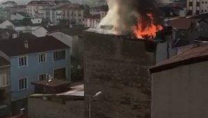 Arnavutköy'de bir binanın çatısı alev alev yandı